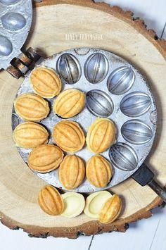 Biały fartuszek: Ciastka orzeszki Polish Desserts, Polish Recipes, Cookie Desserts, Holiday Desserts, No Bake Desserts, Cookie Recipes, Dessert Recipes, Persian Desserts, Healthy Breakfast Smoothies