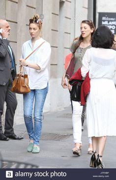 Beatrice Borromeo (896 × 1390) #casual #street Monaco, Beatrice Borromeo, Grace Kelly, Casual Wear, Royals, Cloths, Milan, White Jeans, Street Style