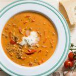 Lust auf eine leckere, sättigende und deftige Suppe? Low Carb Pizzasuppe! Wenn der Hunger ruft und man mit gutem Gewissen reinhauen möchte.