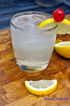 Gin Fizz: la ricetta originale del cocktail a base di gin, limone e zucchero. http://winedharma.com/it/dharmag/marzo-2015/gin-fizz-ricetta-ingredienti-e-storia-di-un-cocktail-storico