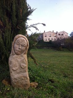 Sculpture and house. Volti di Pietra Bed and Breakfast. Sassoferrato - Marche - Italy