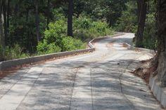 Un camino de cemento