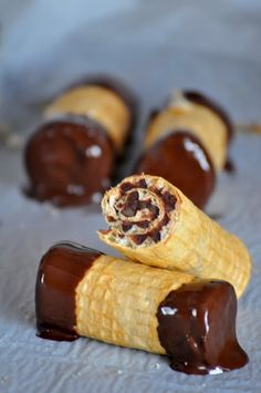 Cooking By Mirjana: Cokoladne rolnice Finger Desserts, Desserts To Make, Mini Desserts, Food To Make, Candy Recipes, Cupcake Recipes, Sweet Recipes, Baking Recipes, Kolaci I Torte