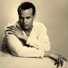 Felix Nadar Room: Beautiful young Harry Belafonte by Dorothy Wilding, 1954 Hollywood Icons, Hollywood Glamour, Classic Hollywood, My Black Is Beautiful, Beautiful Men, Christopher Niquet, Men Tumblr, Harry Belafonte, Native American Men