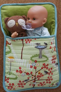 easy doll sleeping bag - we have so many babies in our house, they dont all have beds, but I have lots of old fabric! easy doll sleeping bag - we have so many babies in our house, they dont all have beds, but I have lots of old fabric! Sewing Doll Clothes, Baby Doll Clothes, Sewing Dolls, Baby Dolls, Reborn Dolls, Reborn Babies, Dolls Dolls, Barbie Clothes, Doll Crafts