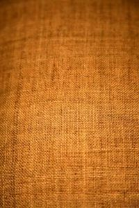step-by-step instruction how to use burlap as wall paper