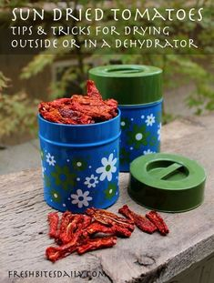 Sun dried tomatoes are a great treat. You can buy sun-dried tomatoes or dry tomatoes yourself should you have access to a bumper crop. Either way, you can enjoy the rich, musky flavor of a sun dried tomato all year round. Real Food Cafe, Real Food Recipes, Healthy Recipes, Healthy Eating, Clean Eating, Dehydrated Food, Dehydrator Recipes, Dried Tomatoes, Food Hacks