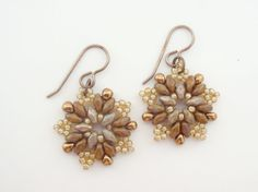 15 EUR - Camel Brown Starburst Beadwoven Earrings, Elegant Star Earrings, Modern Beadwoven Earrings, Vintage-Inspired Earrings
