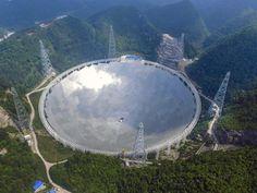 Durchmesser 500 Meter, fünf Jahre Bauzeit und 160 Millionen Euro Kosten: China hat im Bezirk Pingtang das weltweit größte Radioteleskop in Betrieb genommen.