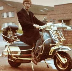 Tony the Suedehead 1970 Mod Scooter, Lambretta Scooter, Vespa Scooters, Mod Shoes, Fred Perry Polo Shirts, Mod Look, Old Motorcycles, Slim Fit Chinos, 60s Mod