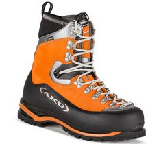 Montagnard GTX is ideal for winter work. Discover AKU shoes and boots for mountain, trekking and outdoor. Mountain Gear, Mountain High, Halibut Fishing, Adventure Gear, Tights Outfit, Designer Boots, Uk 5, Mountaineering, Skin Tight