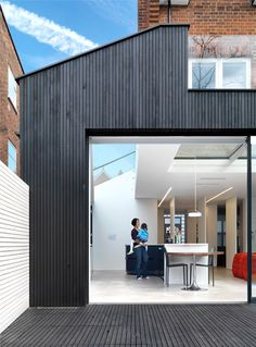 Lipton Plant's work reconfigured the property to provide a single staircase, leading to five generously sized bedrooms and a dramatic two storey extension providing living space and study. House Extension Design, Glass Extension, Roof Extension, House Design, Flat Roof Design, Brick Cladding, House Cladding, Exterior Cladding, Single Storey Extension