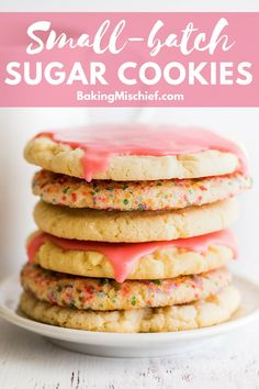 One-bowl Small-batch Sugar Cookies Ways) The best easy Small-batch Sugar Cookies. Super quick and simple to make. Can be served plain, glazed or rolled in sprinkles. Sugar Cookie Recipe Small Batch, Small Batch Baking, Easy Cookie Recipes, Sugar Cookies Recipe, Dessert Recipes, Plain Cookie Recipe, Delicious Desserts, Bar Recipes, Sweet Recipes