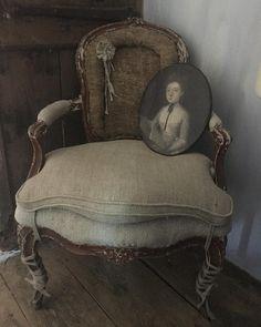 Madame est installée ! #âme #art #artist #artisanat artisans #decoration #homedecoration #homesweethome #interior #curiosity #curious #18thcentury #xviiie #passion #collection #homeinterior #decorateurs #antiques #antiquités #portrait #tableaux
