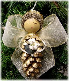 There are easy to make Christmas tree ornaments that even young children can create. Pinecone ornaments are the perfect holiday kids' craft. Christmas Ornaments To Make, Christmas Angels, Homemade Christmas, Winter Christmas, Christmas Holidays, Pinecone Ornaments, Pinecone Christmas Crafts, Pine Cone Christmas Decorations, Country Christmas