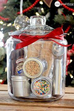 47 Cute Mason Jar Gifts for Teens - Best Trend Fashion - Cute DIY mason jar gift ideas for teens – DIY ice cream party in a jar – best Christmas gifts, - Mason Jar Gifts, Mason Jar Diy, Gift Jars, Gifts In Jars, Cadeau Surprise, Diy Cadeau, Diy Gift Baskets, Raffle Baskets, Homemade Gift Baskets