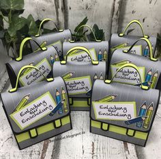 Invitation to school - A different kind of invitation. Satchels with the envelope punch board for gift bags. Stampin 'Up - Cactus Wall Art, Cactus Print, Diy Crafts To Do, Paper Crafts, Dyi Flowers, Stampin Up, Envelope Punch Board, Flower Invitation, Gift Bags