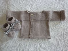 "Brassière ""1"" Liam - Photo de LA LAYETTE DES DEBUTANTES. - L'atelier tricot de Mam' Yveline. Preemie Crochet, Crochet Bebe, Crochet Baby Shoes, Knit Crochet, Baby Cardigan, Baby Pullover, Baby Boy Knitting, Knitting For Kids, Tricot Baby"