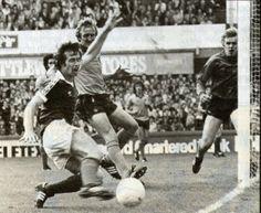 Peter Eastoe fails to make contact Everton v Wolves september 1980