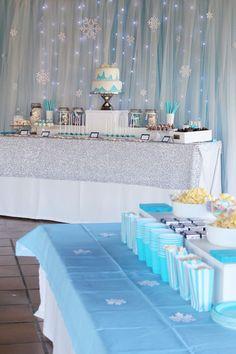 Nice Party cumpleaños frozen Mesa de dulces y decoración