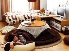 I want a kotatsu! A kotatsu is the Japanese equivalent of a coffee table, but with a heating element built underneath! - Daily Home Decorations Japanese Furniture, Japanese Interior, My New Room, My Room, Dorm Room, Japanese House, Japanese Table, Japanese Things, My Dream Home