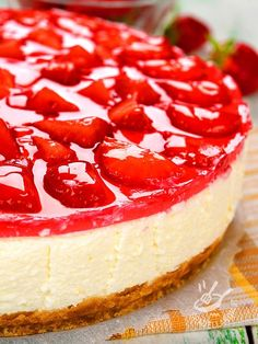 Cheesecake yogurt with strawberries - Il Cheesecake di yogurt alle fragole Cheesecake Cupcakes, Cheesecake Recipes, Dessert Recipes, Sweet Cooking, Plum Cake, Cake & Co, Food Humor, Sweet Cakes, Ricotta