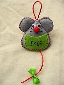 pattern for felt mouse Felt Diy, Felt Crafts, Fabric Crafts, Sewing Crafts, Diy And Crafts, Felt Christmas Decorations, Felt Christmas Ornaments, Christmas Crafts, Felt Bookmark