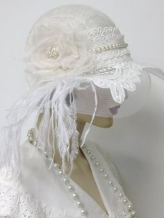 Beautiful Vintage Flapper Wedding Cloche with Battenburg lace, vintage faux pearls, a hand sculpted silk organza rose and white Russian veiling. Flapper Wedding, 1920s Flapper, Wedding Hats, Flapper Hat, Flapper Style, Lace Wedding, Retro Mode, Mode Vintage, Vintage Style