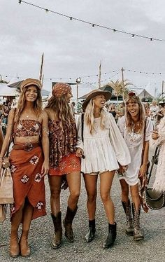 Bohemian style 348747564893570326 - 200 Boho-Style Fashion Looks Sour. - Bohemian style 348747564893570326 – 200 Boho-Style Fashion Looks Source by emmajoandcom - Boho Gypsy, Hippie Boho, Hippie Girls, Gypsy Look, Gypsy Girls, Hippie Hair, Hippie Jewelry, Fashion Mode, Look Fashion