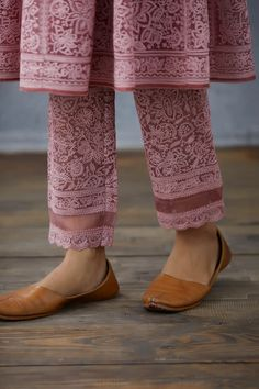 Pakistani Dresses Casual, Indian Fashion Dresses, Dress Indian Style, Kurti Neck Designs, Kurta Designs Women, Blouse Designs, Ethnic Outfits, Indian Outfits, Sleeves Designs For Dresses