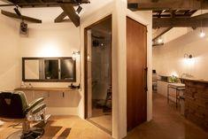 栃木県鹿沼市の理容室・美容室・カフェ vita Mirror, Bathroom, Furniture, Home Decor, Washroom, Decoration Home, Room Decor, Mirrors, Full Bath