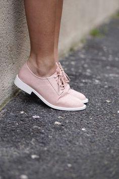 Derbies - Rose via Avah Julian. Derby Outfits, Mode Outfits, Shoe Boots, Shoes Heels, Kinds Of Shoes, Shoe Closet, Mode Inspiration, Your Shoes, Beautiful Shoes