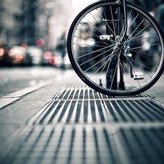 Kalabalığın içindeki yalnızlık #bisiklet #bisikletsevenler #bisikletözgürlüktür #bisikletturu #bisikletliulasim #bike #bicycle #cycling #günaydın #istanbul #şehir #kalabalik #yalnızlık