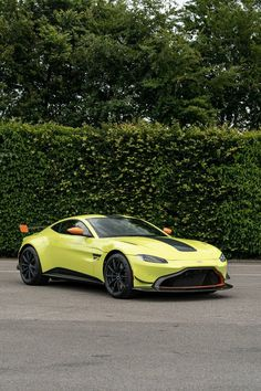 Aston Martin Vantage Heritage Racing Edition The Next Generation GTE Q by Aston Martin Up to 10 exemples built Aston Martin Models, Aston Martin Vantage, Cars And Coffee, Luxury Cars, Racing, Vehicles, Garage, Board, Modern