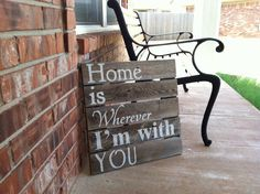 Sign for front porch.  use old pallet.  change wording to welcome guests