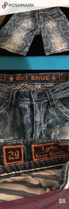 ROCK REVIVAL LYDIA DENIM SHORTS SIZE 29 PREOWNED GOOD CONDITION ROCK REVIVAL LYDIA JEANS SHORTS IN SIZE 29 ROCK REVIVAL Shorts Jean Shorts