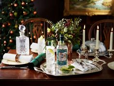 The Holiday season isn't just a time for fabulous food, it's also filled with occasions to try new Christmas drinks to get you in the festive spirit. With gin the drink of the moment, there has been a huge rise in Christmas gin cocktails this year. Sipsmith are responsible for bringing the first copper pot distillery back to London in 200 years, so know a thing or two about fine gin. This year the brand have crafted a tasting menu of Christmas gin cocktails with both cold and hot serve…