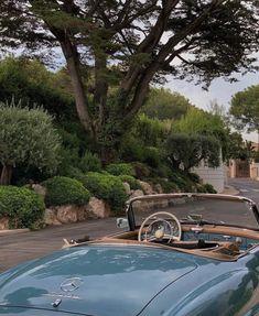 Pretty Cars, Cute Cars, Summer Aesthetic, Travel Aesthetic, Sky Aesthetic, Flower Aesthetic, Old Vintage Cars, Antique Cars, Classy Cars