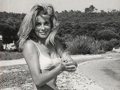 Catherine Deneuve - Jeune - Photo noir et blanc