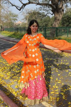 Kurti Sleeves Design, Kurti Neck Designs, Designer Punjabi Suits, Indian Designer Wear, Bandhani Dress, Silk Kurti, Cocoon Dress, Latest Kurti, Lace Sheath Dress