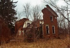 Broken House | Route 303 near Akron, Ohio