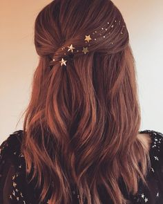 Ashley Tisdale half up twist with stars - Frisuren Holiday Hairstyles, Celebrity Hairstyles, Wedding Hairstyles, Summer Hairstyles, Bridesmaid Hairstyles, Everyday Hairstyles, Night Out Hairstyles, Quinceanera Hairstyles, Homecoming Hairstyles