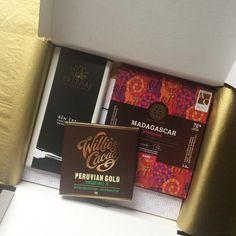 Het eerste #chocoladepakket voor een #stoere #vader is de deur uit! Vaderdag 2016 wordt een hééle smakelijke dat is mijn voorspelling  #vaderdag #papa #mannen #chocolovers #cadeau #chocolade #kado #feest #chocola #anderechocolade #achterdeschermen #chocoladeverzekering