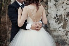 Red, Navy, White Wedding. Red Colour palette, Modern Wedding, Ombre Wedding Dress, Wedding Dress Open Back Detail www.lunafay.co.za
