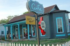 Cenote coffeehouse, 1010 East Cesar Chavez. Good chai, breakfast and lunch.
