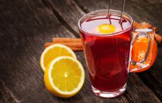 Studies have shown that orange pekoe has the ability to reduce chances of a heart attack occurring with the consumption of three or more cups of the tea daily. Tea Recipes, Smoothie Recipes, Best Green Tea, Autumn Tea, Meal Replacement Smoothies, Lose 20 Lbs, Brewing Tea, Reduce Weight, Moscow Mule Mugs