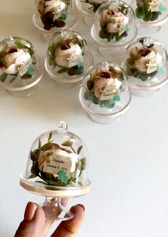 Candy Wedding Favors, Custom Wedding Favours, Wedding Gifts For Guests, Baptism Party Decorations, Baptism Favors, Mini Cake Stand, Wedding Wine Glasses, Wedding Giveaways, Wedding Bag