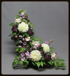 Grabmalset. Strauß plus Grabkranz Floral Wreath, Wreaths, Flowers, Decor, Crown Cake, Decorating, Flower Crowns, Door Wreaths, Floral