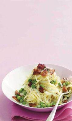 Spaghetti met spek, erwtjes en parmesaan