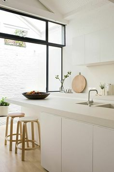 cocinas en blanco y madera VII Kitchen Decor, Kitchen Inspirations, Residential Design, Home Decor Kitchen, Kitchen Furniture Design, Kitchen Styling, Kitchen Room, Modern Kitchen Design, Best Kitchen Designs